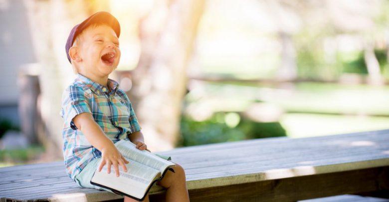 تصویر از افزایش شادی و نشاط در کودک و اثرات آن