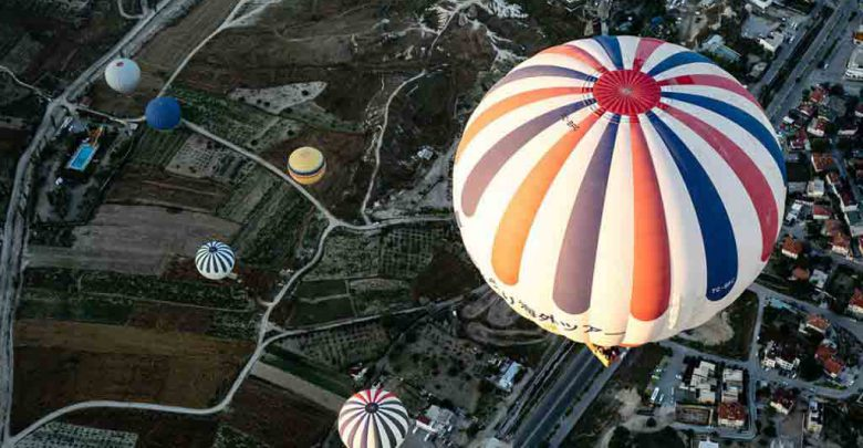 تصویر از نمایی زیبا از بالای شهر توسط یک بالن